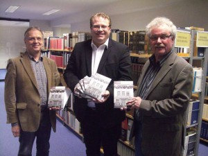 Dr. Bernd D. Plaum, Tobias Gerhardus und Ludwig Burwitz präsentieren der Öffentlichkeit den neuen Sonderband der Geschichtswerkstatt